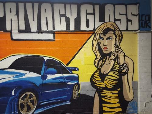 J7 Privacy Glass